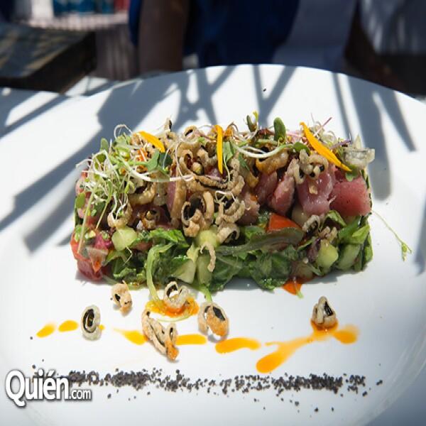 Tiradito de Atún Ligeramente ahumeado a la vinagreta de tres chiles acompañado de ensalada de arugula por el chef Thierry Blouet