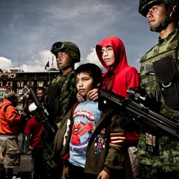 soldados desfilan