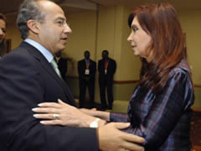 El presidente de México, Felipe Calderón, y Cristina Fernández de Kirchner, en Puerto España.  (Foto: Reuters)