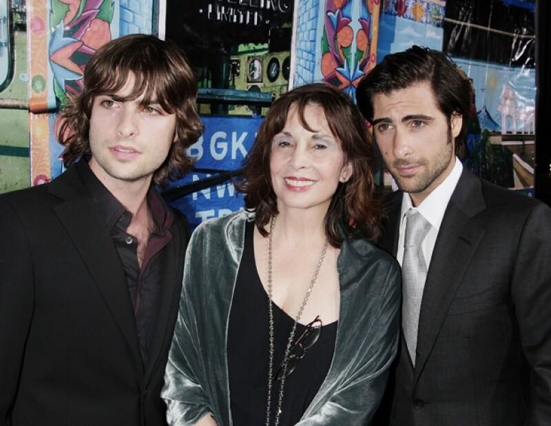 Talia con sus hijos Robert y Jason Schwartzman