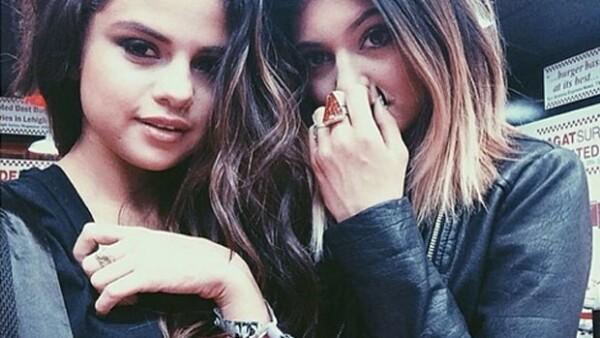 Eran las mejores amigas, pero ahora se dice que la cantante no puede ver ni en pintura a las hermanas de Kim Kardashian. ¿Qué pasó cuando coincidieron en la misma fiesta?