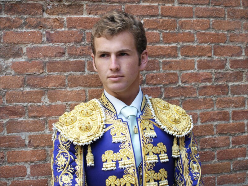Él es el guapo torero con el que Vane Hupp mantiene una relación.