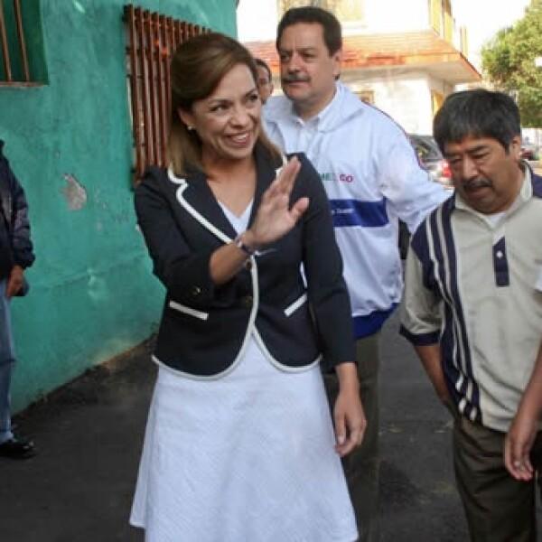 Josefina Vazquez Mota llegando a la casa donde vivió