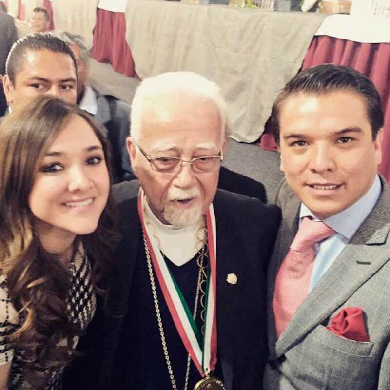 En la fiesta la actriz tuvo oportunidad de encontrarse a sus amistades y disfrutar de la fiesta en la que se celebraron los 83 años del Arzobispo.