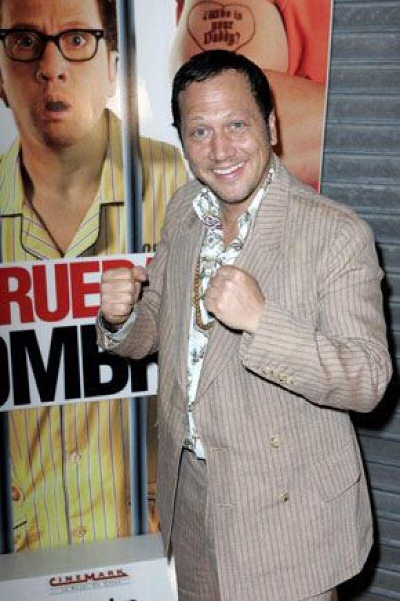 El actor acudió a la premier del filme A prueba de hombres, celebrada con desangelada alfombra.