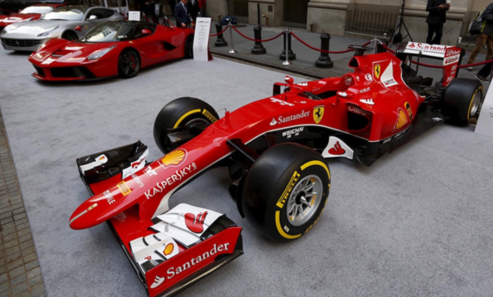 La firma italiana también mostró su fuerza automotriz para carreras.