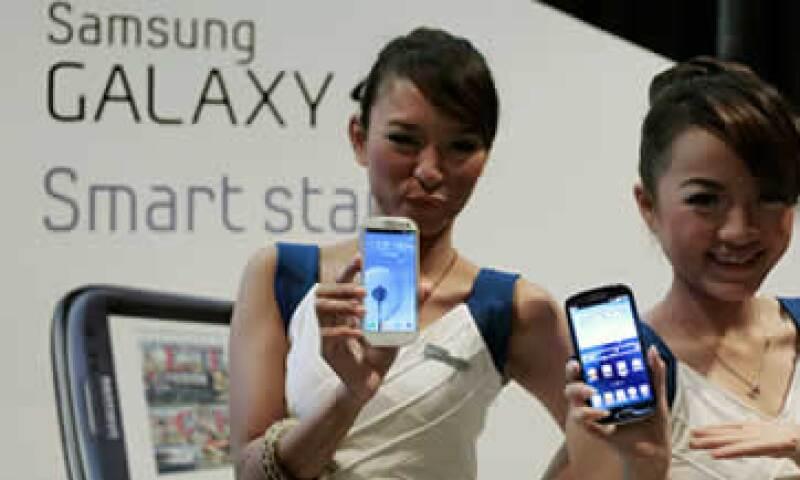 Samsung ha desplazado a Nokia y al fabricante de la BlackBerry, Research In Motion, en la venta de teléfonos inteligentes. (Foto: AP)