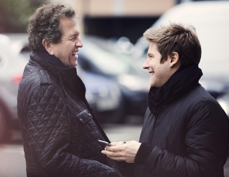 Mario Testino con el director creativo y CEO Christopher Bailey.