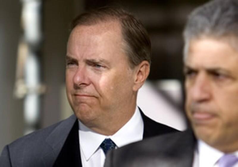 Un hueco en la ley puede permitir a defraudadores como Jeff Skilling (izquierda) esquivar la ley. (Foto: Archivo)