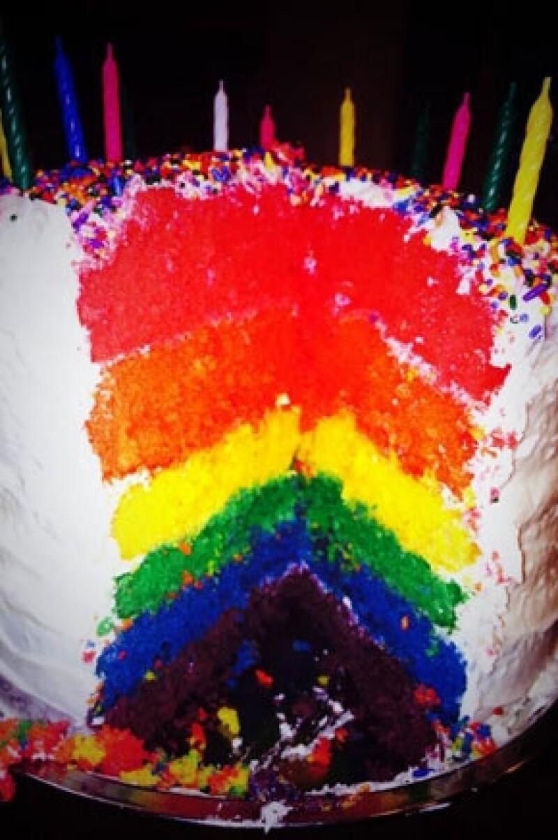 Cyrus presumió el pastel que le hicieron por su cumpleaños.