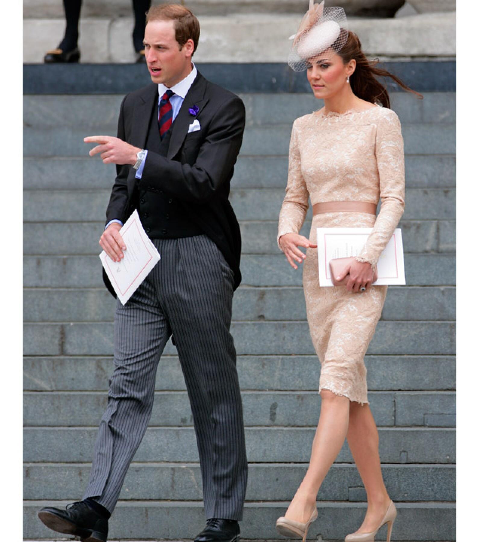 También durante la celebración del Jubileo de la Reina usó un vestido de manga larga y detalles en encaje.