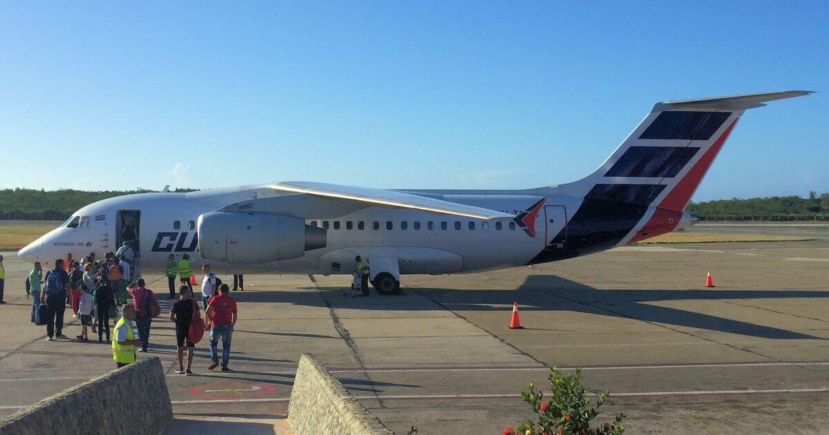 Cuba asegura que el veto a su aerolínea es efecto del embargo de Estados Unidos