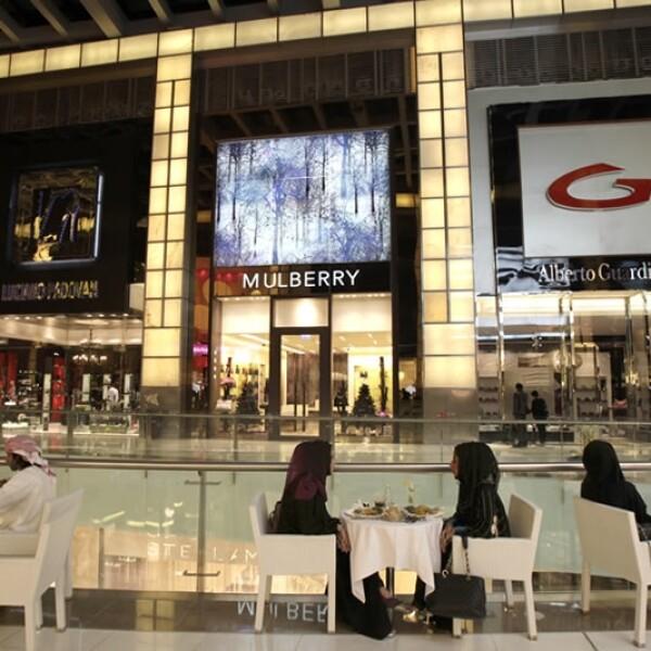 ¿Creen que esta área de comida del Dubai Mall se parece a lo que conocemos?