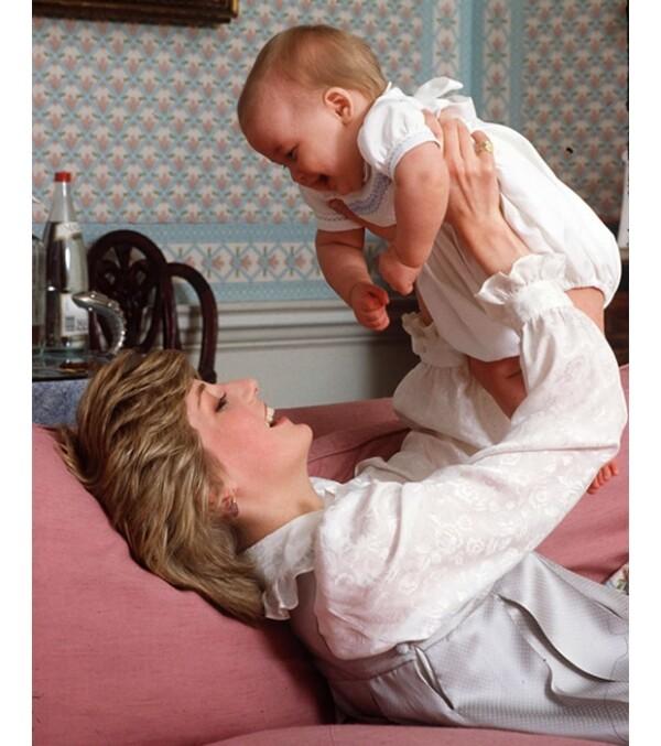 Diana, de entonces 21 años, durante los primeros días de nacido de Guillermo.