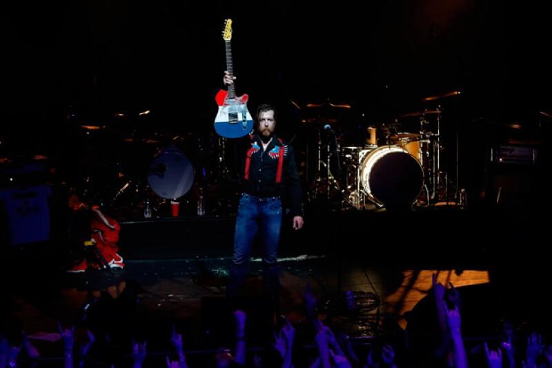 A tres meses de los asesinatos en el venue, Eagles of Death Metal arribaron una vez más para terminar su inconcluso concierto, y por supuesto, enfrentar los terribles sucesos.