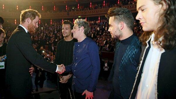 El pelo fue el tema principal entre la plática de los dos Harry.