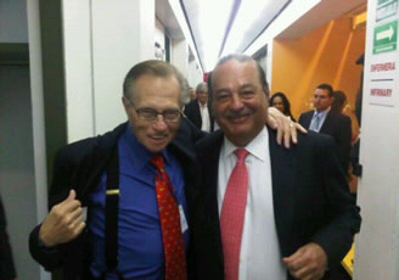 Carlos Slim no cree que la pobreza se erradique con la filantropía. En la imagen Larry King (izq) y Carlos Slim (der). (Foto: Archivo)