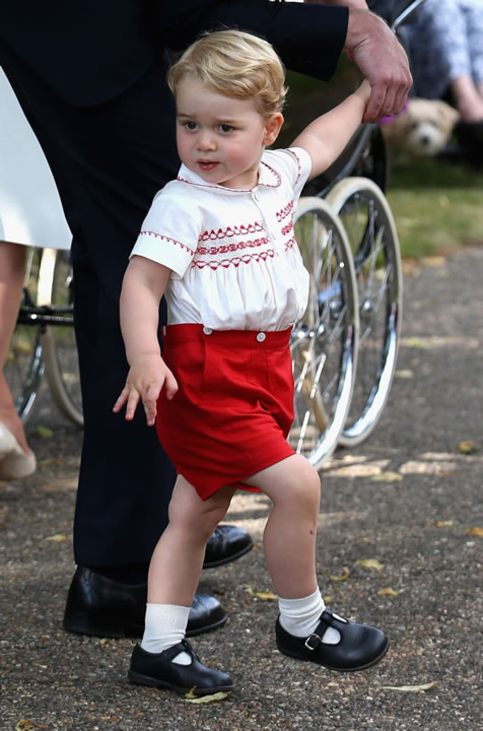 El príncipe llamó toda nuestra atención en el bautizo de su hermana Charlotte. Siempre derrochando estilo.
