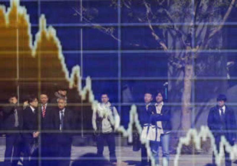Algunos analistas predicen un desplome cuando comiencen las transacciones el lunes en la Bolsa de Tokio. (Foto: Reuters)