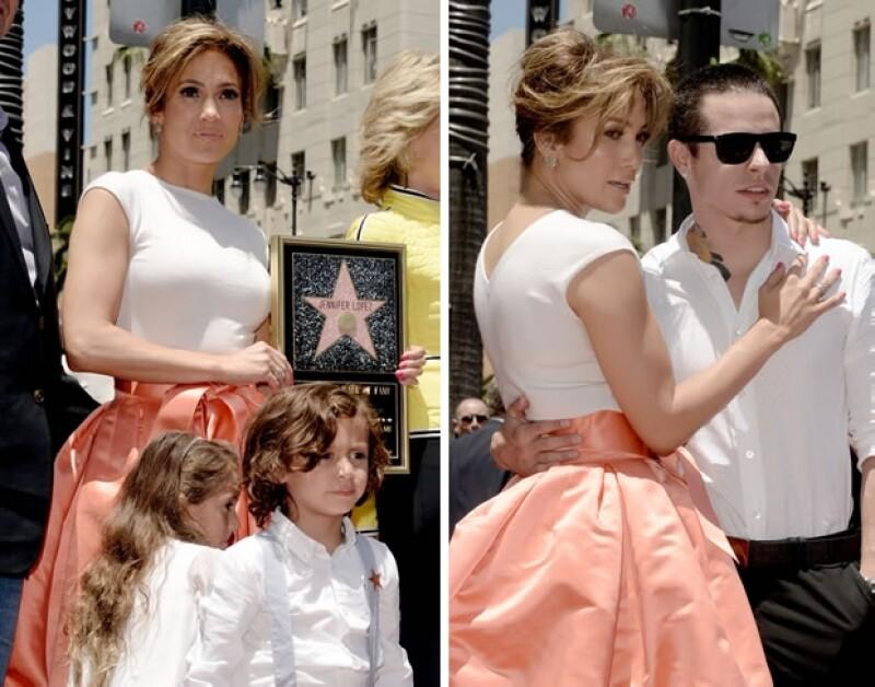 JLo llevó a sus mellizos, Emme y Max, y también la acompañó su novio, Casper Smart.