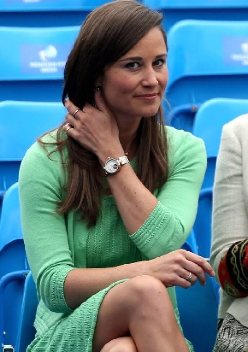 """Se dice que Buckingham está inconforme con los """"negocios"""" que está haciendo la hermana de Kate Middleton producto únicamente de sus nexos familiares."""