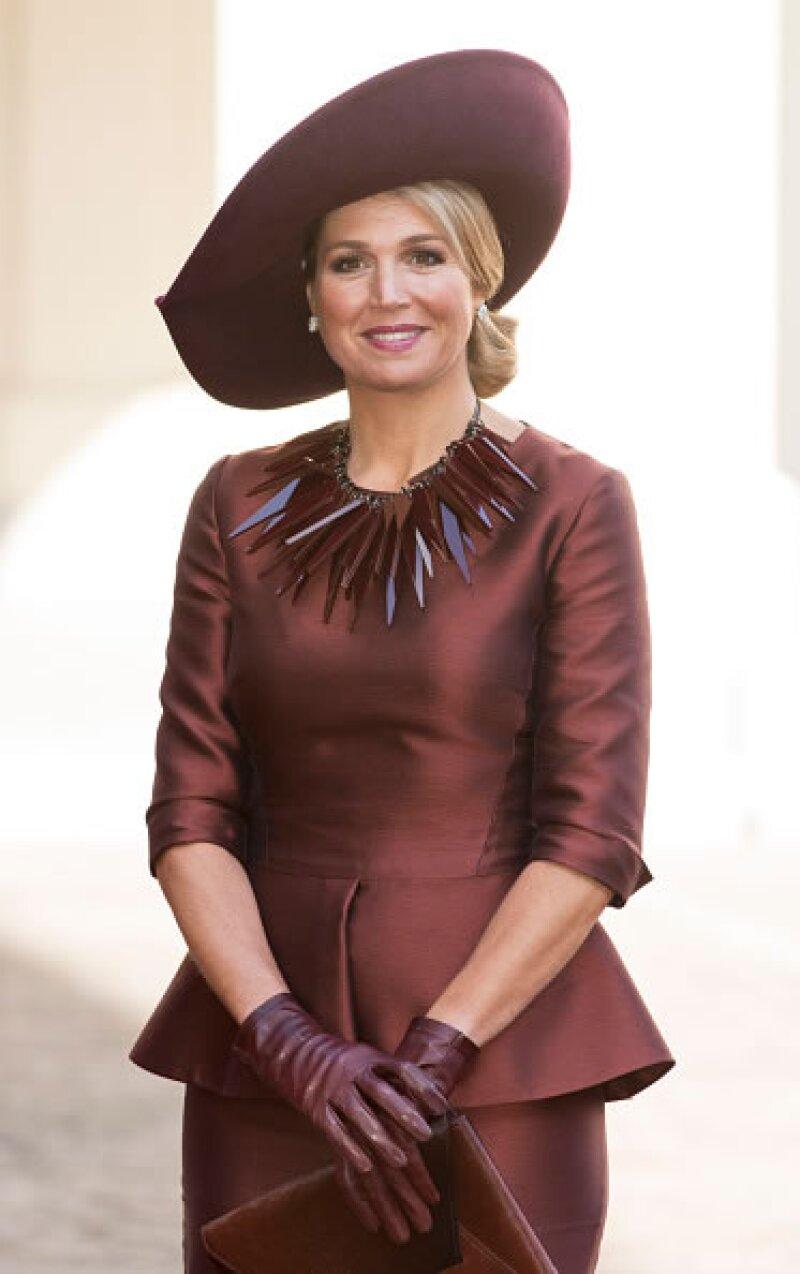 La Reina Máxima de Holanda es una de las reinas europeas más carismática y queridas. Razón suficiente para que mucha gente quiera conocerla, y los famosos no se quedan atrás.