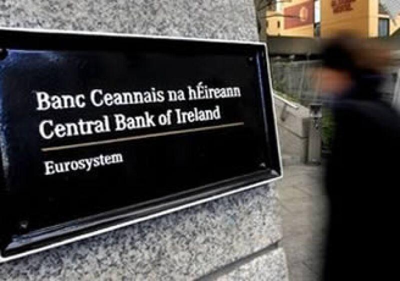 El costo de asegurar la deuda irlandesa bajó ante la confianza de que el país termine por aceptar el rescate. (Foto: AP)