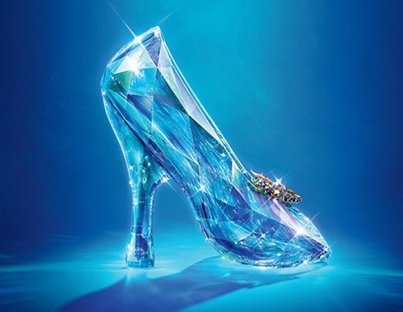 Estos diseños nos recuerdan el poder de unos zapatos brillantes. No necesitas invitación para conocerlos y tener unos en tu clóset.