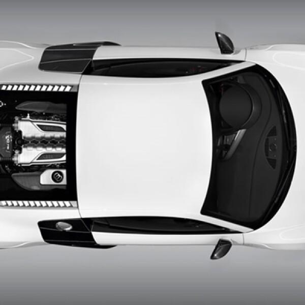 La distribución de pesos a cada eje es de 44% para el delantero y 56% para el trasero gracias todo el chasis y suspensión de doble horquilla en aluminio.