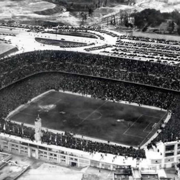 El 14 de diciembre de 1947 se inauguró el Estadio de Chamartín, que años después cambió  su nombre a  Estadio Santiago Bernabéu.
