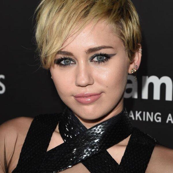 Miley Cyrus apenas el fin de semana festejó su cumpleaños 21.  La cantante lanzó su disco Bangerz y con la gira promocional del mismo obtuvo 36 millones.
