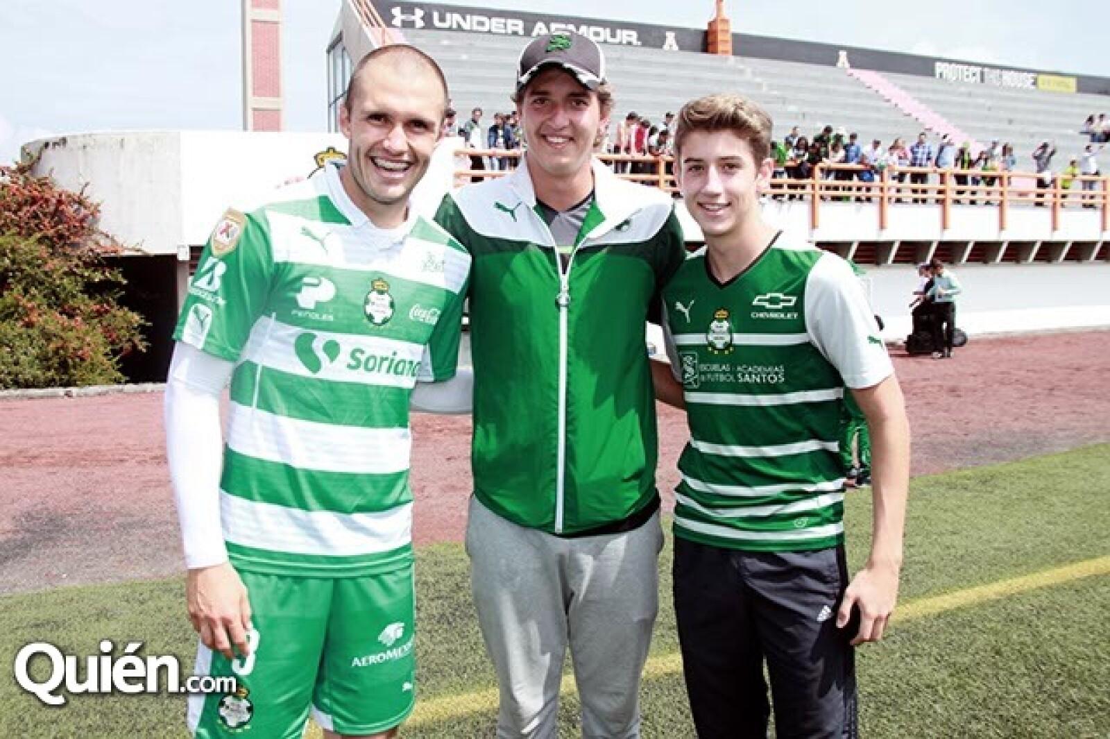 Cristian Álvarez con Sergio y Yordi de la Torre