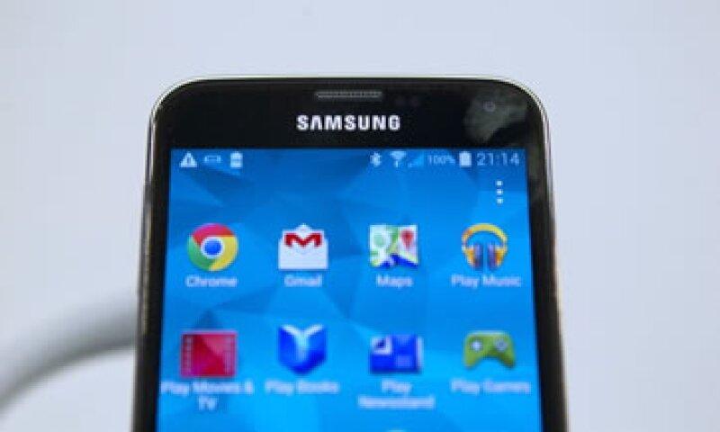 El dispositivo tiene una pantalla más brillante y añade una capa de seguridad con el lector de huellas. (Foto: Getty Images)