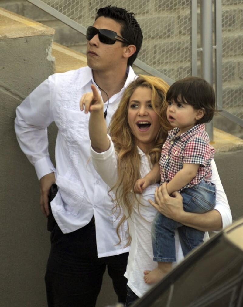 La cantante mostró a su hijo los resultados de su labor filantrópica.