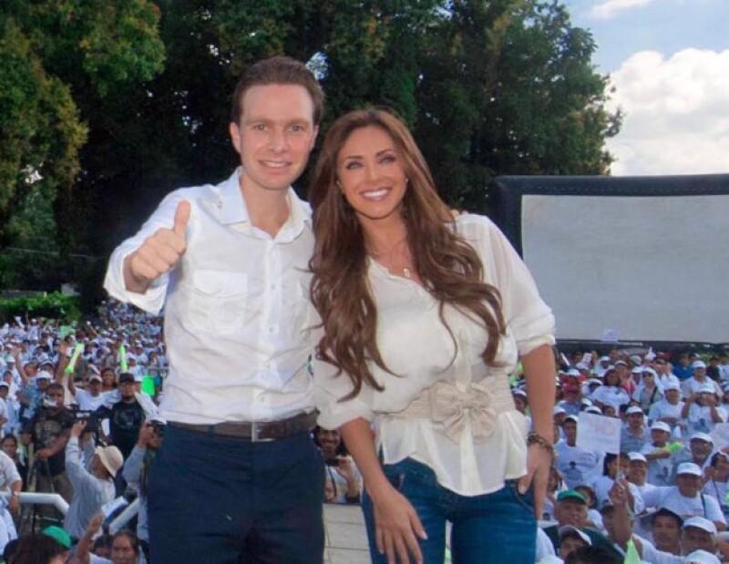 Fuentes cercanas a la pareja nos confirmaron que Anahí y Manuel Velasco, virtual ganador de las elecciones para gobernador en Chiapas, mantienen una relación amorosa.