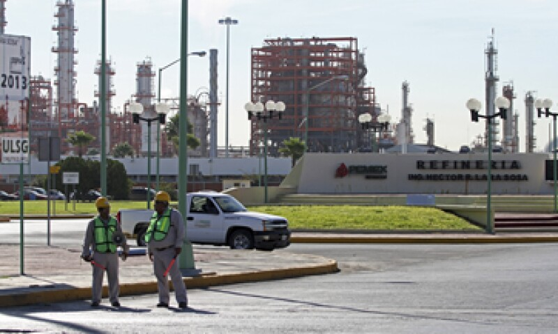 Pemex está produciendo menos gasolinas, pese a que la demanda local ha crecido casi 80%. (Foto: Cuartoscuro)