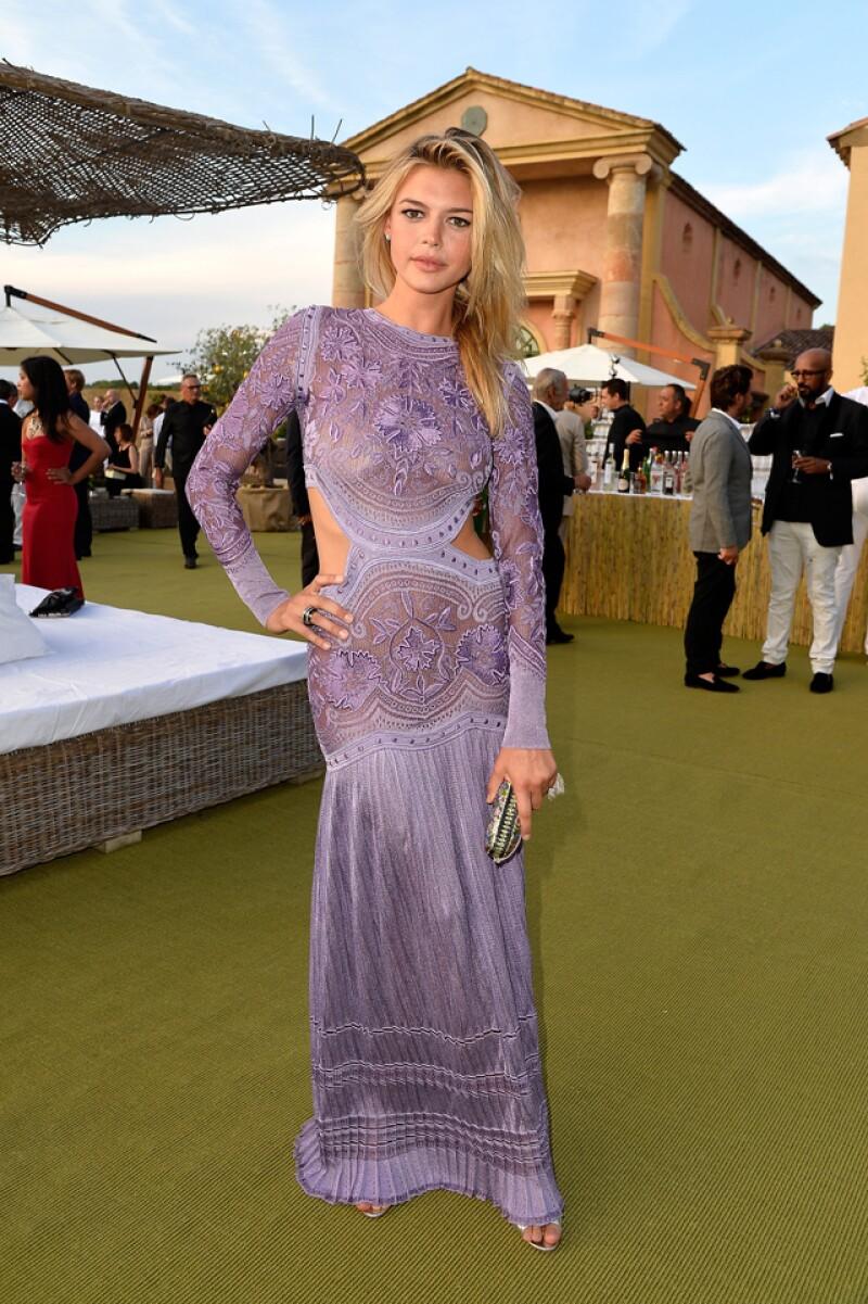 Kelly Rohrbach, novia de Leonardo DiCaprio, también lo acompañó en el evento.
