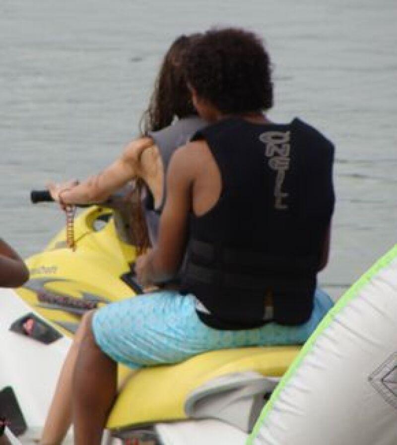 A principios de agosto, la joven pareja se divirtó en la laguna de Coyuca.