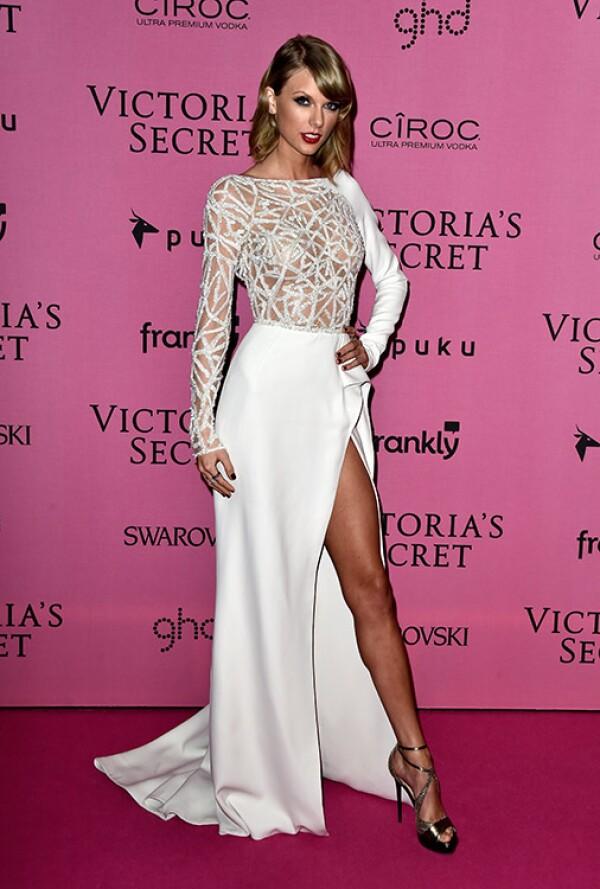 Hoy Taylor es una de la mujeres mejor vestidas del mundo, su elegante y sexy estilo se imponen en todo evento.