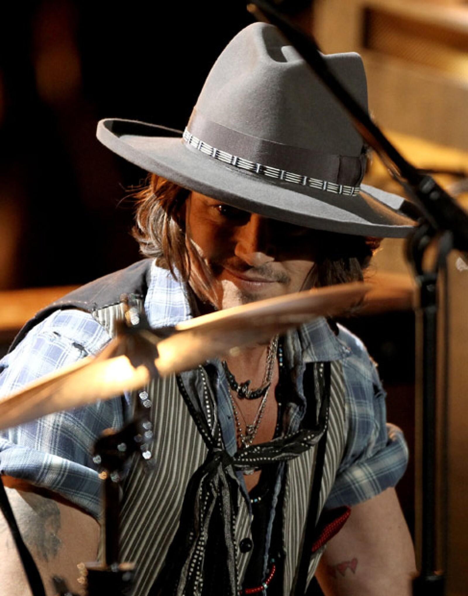 Antes de recoger su premio MTV Generation Award, Johnny Depp fue el guitarrista de los The Black Keys.