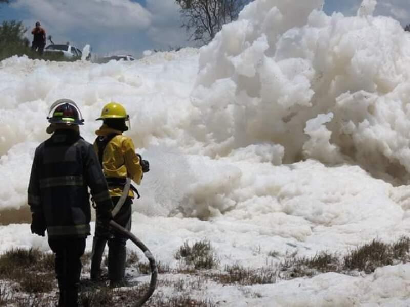 Espuma en presa de Puebla