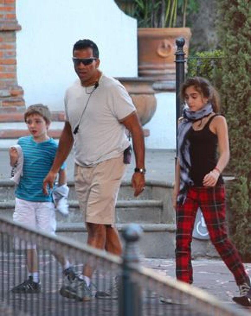 Madonna llegó acompañada de sus hijos Lourdes María, de 12 años, y Rocco, de ocho, a México. Mientras la cantante aprovechó para descansar, los niños recorrieron la ciudad.