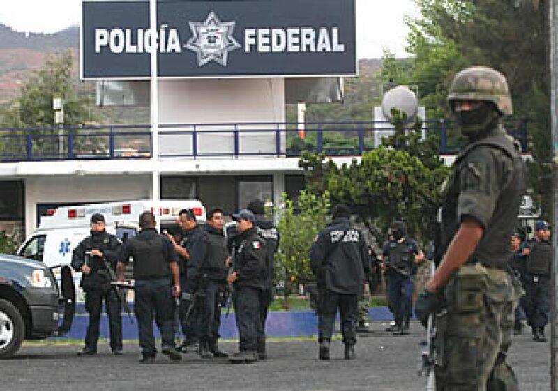 La base de la Policía Federal en Morelia fue atacada el sábado con armas AK47 y granadas de fragmentación y expansivas. (Foto: Notimex)