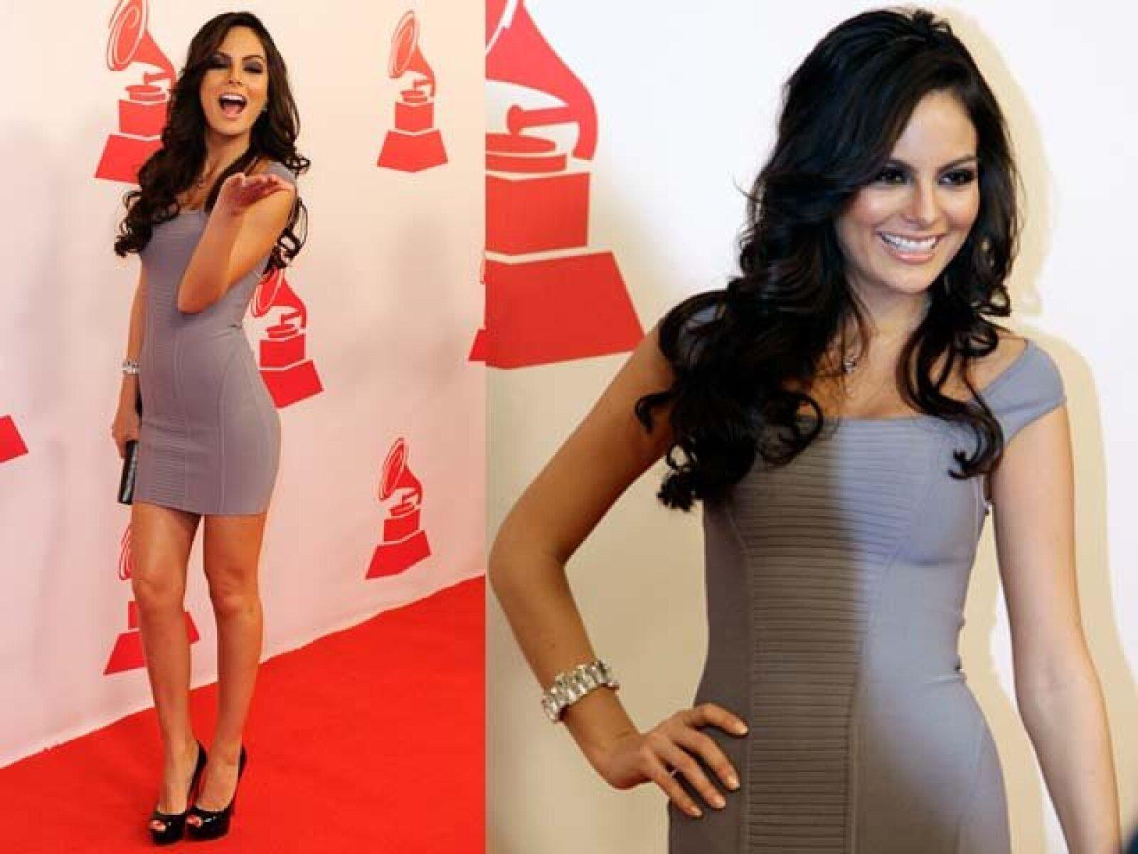 La Miss Universo mexicana, Ximena Navarrete prefierió un vestido en gris.