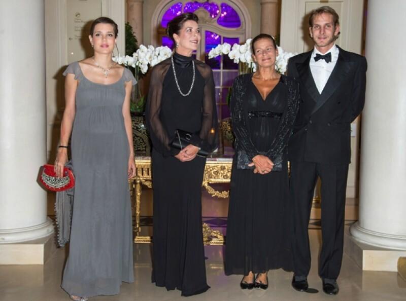 La familia Hanover acudió a la gala de la Asociación Mundial de Amigos de la Infancia, donde la joven de 27 llamó la atención por su estilo y por su avanzado estado de embarazo.