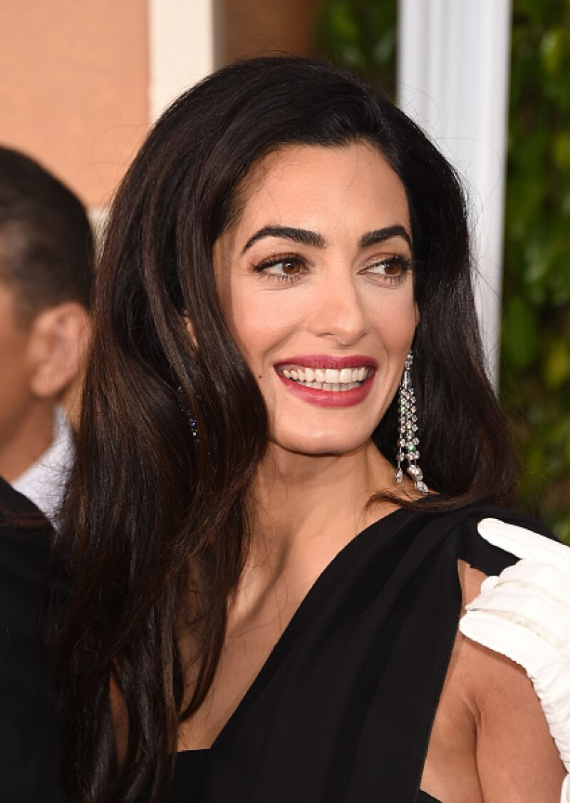 La agencia de noticias AP describió a la abogada como &#39la esposa del actor&#39 en su cuenta de Twitter y los usuarios respondieron.