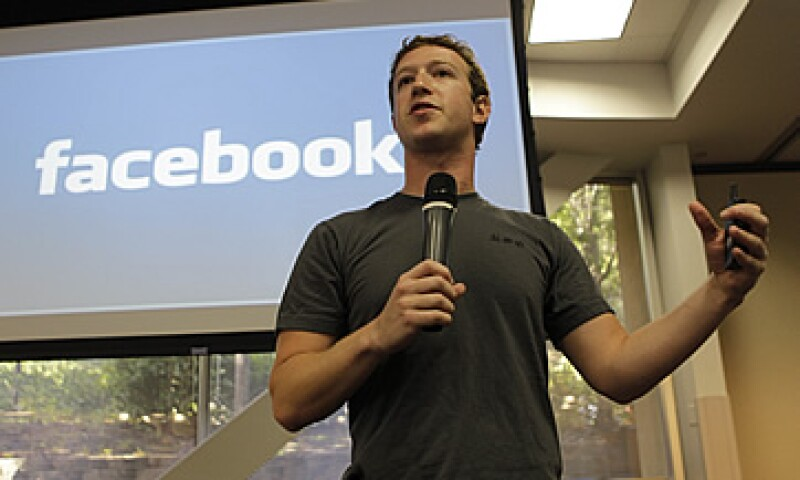 Facebook tiene como objetivo recaudar 5,000 millones de dólares en Wall Street. (Archivo)