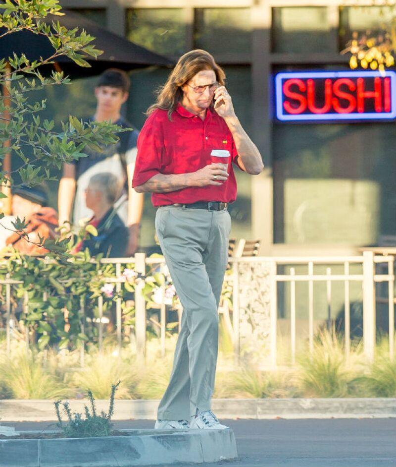 El ex esposo de Kris Jenner ha pasado por algunos cambios de imagen durante los últimos meses, mismos que han hecho levantar cuestionamientos sobre su apariencia cada vez más femenina.