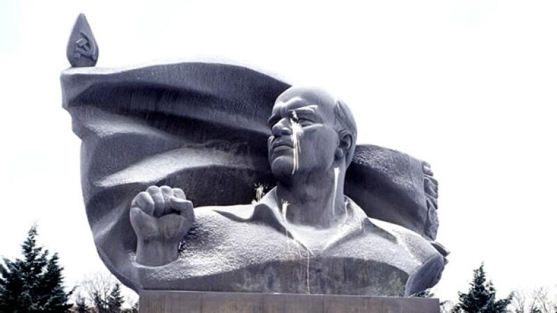vandalismo monumento lenin