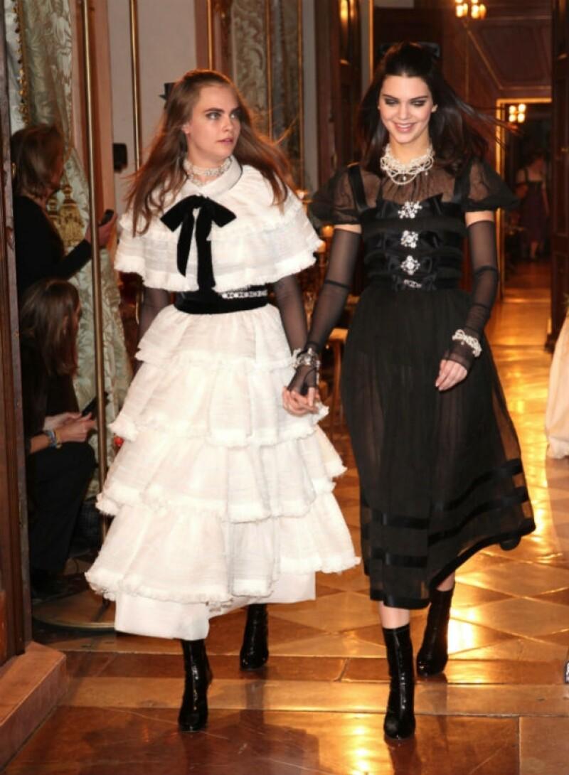 Las jóvenes modelos fueron las protagonistas de la noche para la pasarela que el diseñador Karl Lagerfeld llevó a cabo el martes en Austria para presentar la última colección de Chanel.